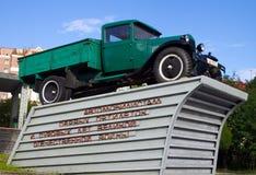 摩尔曼斯克,俄罗斯- 2013年8月11日,对俄国卡车气体的纪念碑 免版税库存照片