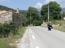 摩托车乘驾在法国乡下 免版税库存照片