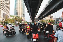 摩托车交通在曼谷,泰国 免版税图库摄影