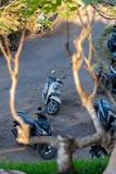 摩托车停放在GWK鹰记航空公司Wisnu Kencana 库存图片