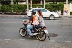 摩托车出租汽车服务在曼谷 免版税库存图片