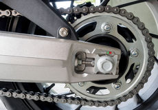摩托车后方链子的细节 库存图片