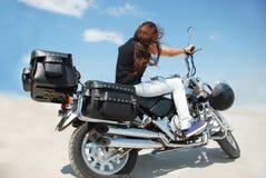 摩托车和女孩 库存图片