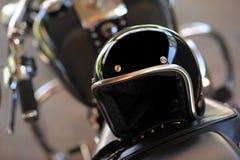 摩托车和盔甲 免版税库存照片