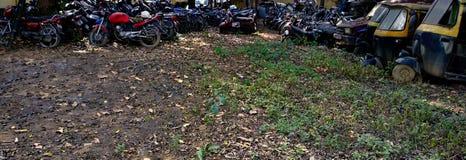 摩托车和tuk-tuk大量地 免版税库存照片