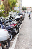 摩托车在市圣雷莫,意大利 免版税库存照片