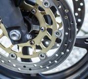 摩托车在摩托车,摩托车轮子的轮式制动器背景 库存图片