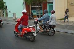 摩托车在繁忙运输竞争 库存照片