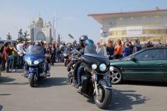 摩托车季节的开头在Kyiv 库存照片