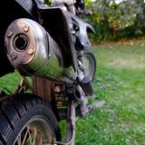摩托车尾气特写镜头 免版税库存图片