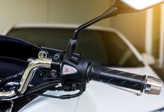 摩托车把手开始停止系统、应急灯和虚度光阴的中止开-关按钮 库存照片