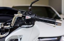摩托车把手开始停止系统和虚度光阴的中止开-关按钮 免版税库存图片