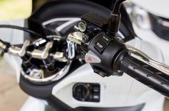 摩托车把手虚度光阴的中止开-关按钮,关闭  免版税库存照片
