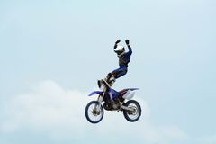 摩托车特技 库存照片