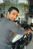 摩托车的人 免版税库存照片