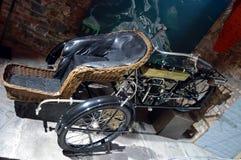 1913年摩托车的定制三轮车  免版税库存图片