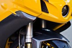 摩托车的正面图 免版税库存图片
