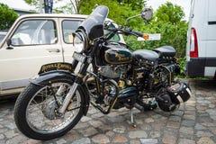 摩托车皇家埃菲尔德子弹350经典之作 库存图片