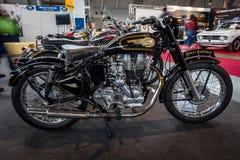 摩托车皇家埃菲尔德子弹500经典之作 库存图片