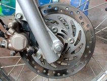 摩托车老生锈的盘式制动器 图库摄影