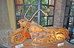 摩托车艺术木雕刻 免版税库存照片
