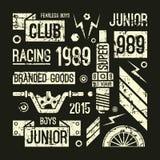 摩托车赛跑在减速火箭的样式的俱乐部徽章 库存照片