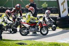 摩托车越野赛儿童骑自行车的人 免版税库存图片