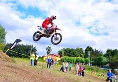 摩托车越野赛在Valdesoto,西班牙 免版税库存图片