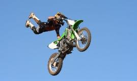 摩托车越野赛特技 库存图片