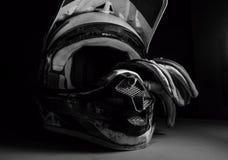 摩托车越野赛盔甲和手套 免版税库存照片