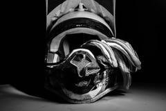 摩托车越野赛盔甲和手套 图库摄影