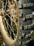 摩托车越野赛轮子 库存图片