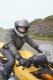 摩托车骑士准备好的乘驾 库存照片