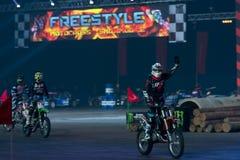 摩托车骑士欢迎公众 免版税库存照片