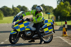 摩托车骑士警察英国 免版税库存照片