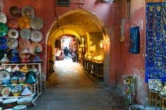 摩洛哥纪念品在麦地那 马拉喀什 摩洛哥 免版税库存照片