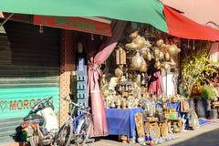 摩洛哥纪念品在麦地那 马拉喀什 摩洛哥 免版税库存图片