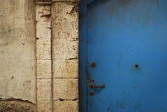 摩洛哥蓝色门背景 免版税库存图片