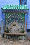 摩洛哥铺磁砖的城镇井 免版税图库摄影