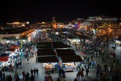 摩洛哥-马拉喀什2019年1月:Djemaa在马拉喀什麦地那处所的el Fna、正方形和市场夜视图  免版税库存图片
