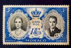 摩纳哥的邮票:王子Rainier婚礼和格蕾丝・凯利(1956) 库存图片
