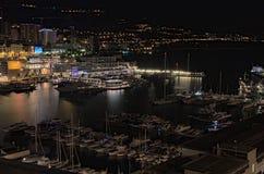 摩纳哥, 2016年1月04日-在摩纳哥的港的早晨 所有种类游艇等待他们的所有者 免版税库存照片