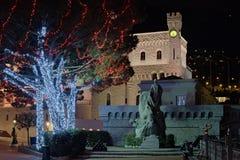 摩纳哥, 2016年1月04日-对方形的近的王子的宫殿的夜视图 库存照片