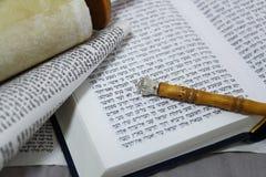 摩西五经、圣经、羊皮纸和儿子返回了 库存图片