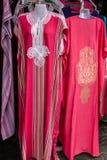 摩洛哥传统妇女穿戴,衣裳,全国服装 库存照片