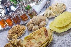 摩洛哥服务茶 免版税库存照片