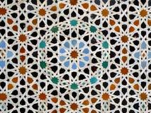 摩洛哥样式特征模式蓝色橙色黑颜色在菲斯,摩洛哥铺磁砖了墙壁 库存图片