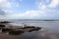 摩洛哥海岸在Dar Bouazza 免版税库存图片