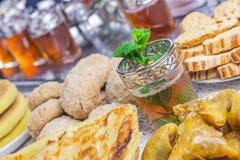 摩洛哥甜点用茶 库存图片