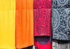 摩洛哥的五颜六色的织品 免版税图库摄影